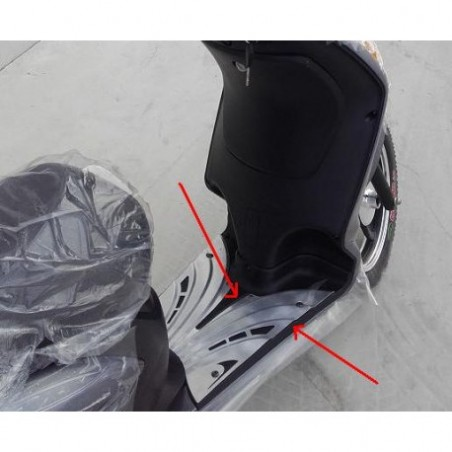 PLASTICA NERA POGGIAPIEDI CENTRALE - bici elettrica scooter sky II tipo z-tech